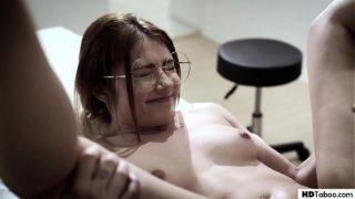 xxx.com de esta virgen yendo al ginecologo
