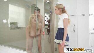 lo que empieza con una en el cuarto termina con dos chicas teniendo sexo en la ducha