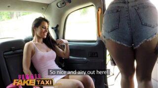 se reencuentra con su amiga de corridas femeninas y reviven lo que hacían en un taxi
